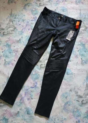 Укороченные брюки с напылением под кожу river island брюки