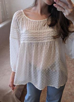 Белая прозрачная блузка с объемными рукавами