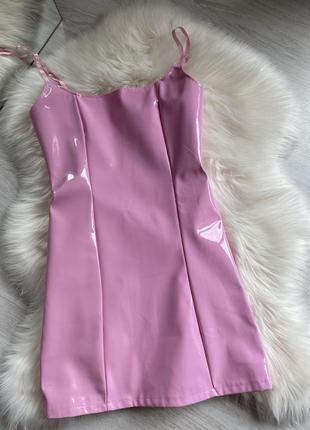 Розовое лаковое латексное мини платье3 фото