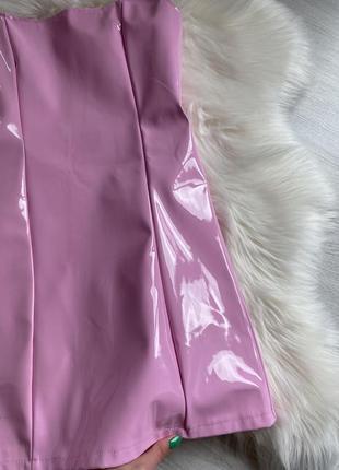 Розовое лаковое латексное мини платье5 фото