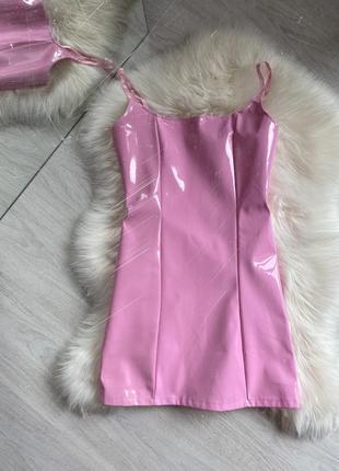 Розовое лаковое латексное мини платье4 фото