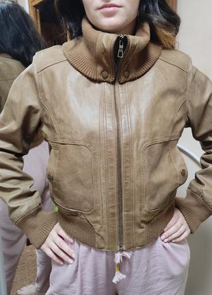 Куртка короткая кожаная бомбер коричневая натуральная кожа