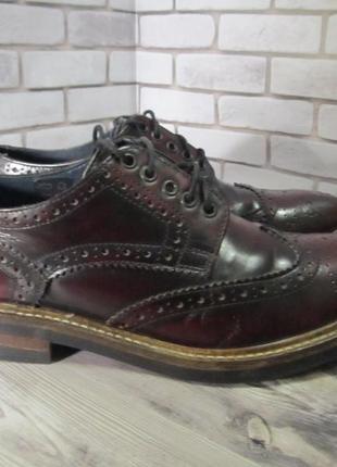 Кожаные туфли броги base london