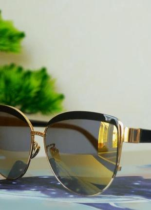 Солнцезащитные очки в интересной оправе