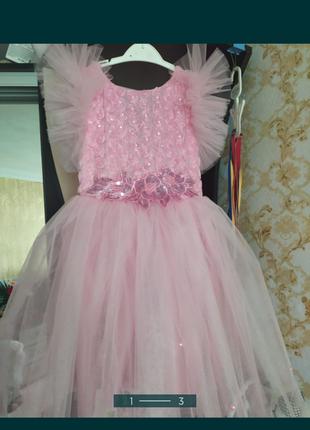 Красивое платье, на выпускной 6-7 лет