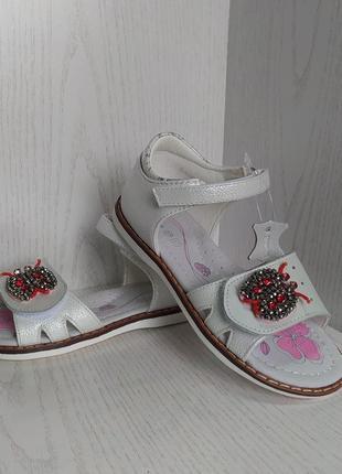 Босоножки,сандалии детские перламутрово-белые для девочки 27р.