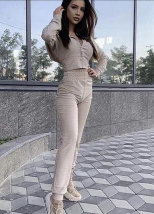 Женский прогулочный костюм