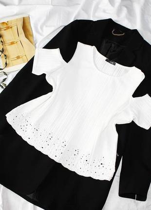 Sale блуза в рубчик с вырезами на плечах quiz