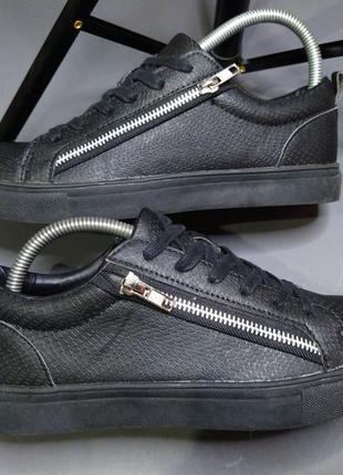 Класні кеди( кросівки) під зміїну шкіру