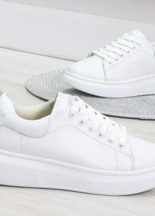 Кроссовки из натуральной белой кожи
