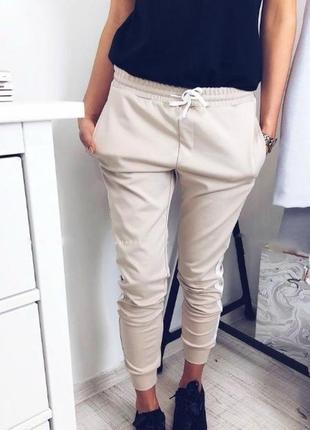 Отличнейшие бежевые нюдовые легкие штаны, ткань масло)