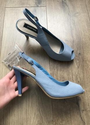 Новые босоножки на каблуках castro голубого цвета с открытым носком размер 39 стелька 24,5 см