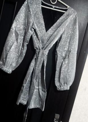 Нарядное, вечернее платье с блёстками и объемными рукавами