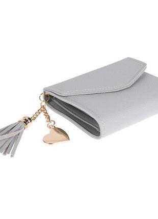 Милый компактный женский кошелек светло-серого цвета с брелком