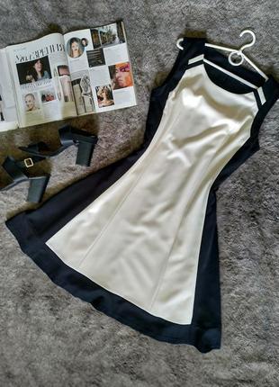 Красивое двухцветное контрастное клешеное платье