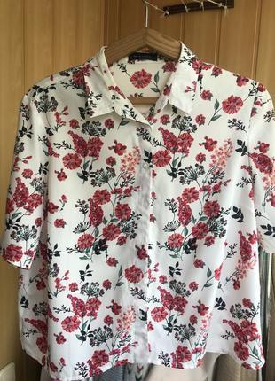 Летняя блуза рубашка с коротким рукавом в цветочный принт