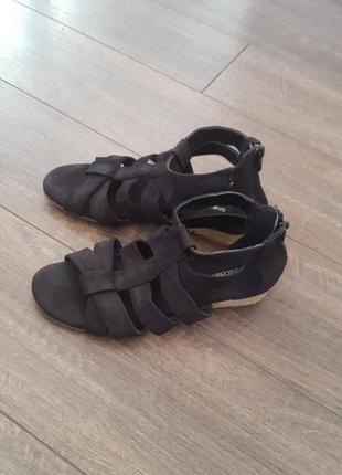 Босоножки,сандалі