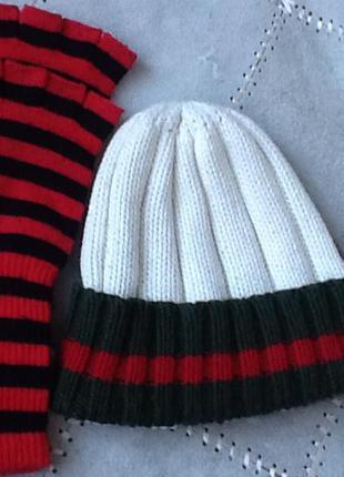 Стильная клеевая шапка