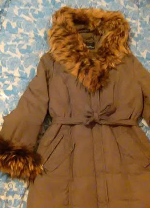 Зимняя бомбовая куртка-пуховик с натуральным мехом