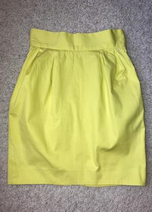 Юбка лимонного цвета с карманами