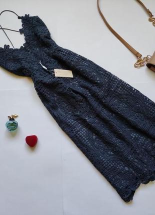 Кружевное платье миди с открытой спиной twosisters