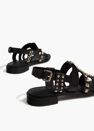 Кожаные босоножки сандалии с заклепками stradivarius 36 37 40