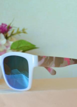 Зеркальные очки в цветной оправе