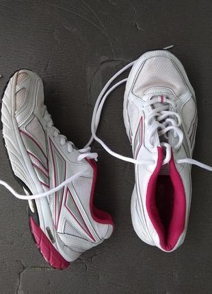 Класні, легенькі кросівки