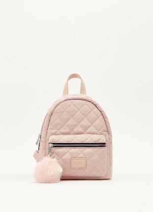 Маленький пудровый стеганый рюкзачок рюкзачок с помпоном брелком pull&bear