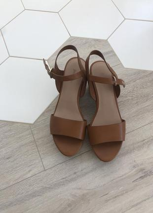 Босоножки сандалии bershka пробка танкетка