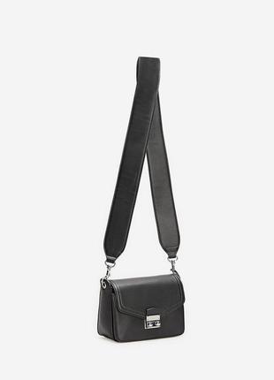 Новая сумка с широким плечевым ремнем и застежкой stradivarius кроссбоди