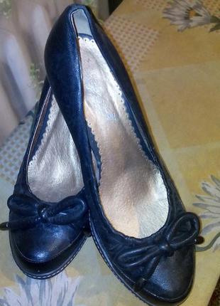 Кожаные туфли 40 р. высота каблука 7 см