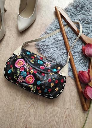 Шкіряна ретро сумочка з вишивкою