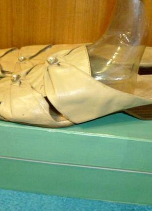 Неубиваемые шлепанцы-мюли-босоножки с закрытым носком на низком ходу