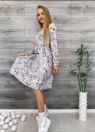 Платье серое в классный принт