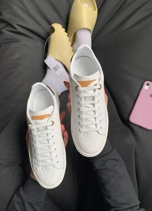 Шикарнфе женские кроссовки