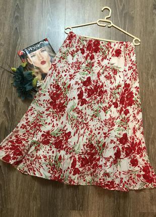 Поделиться:  ретро- юбка в красных цветах