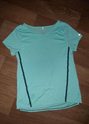 Брендовая футболка nike! размер s.