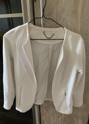 Белый пиджак reserved