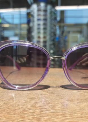 Итальянские женские солнцезащитные очки.
