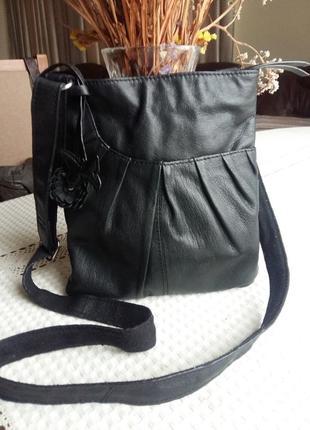 Кожаная черная сумка кроссбоди фирмы next