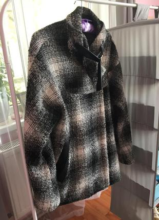 Пальто оверсайз в клітку зі шкіряними вставками