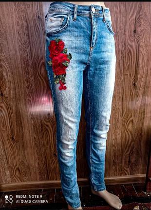 Джинсы с розой liuzin