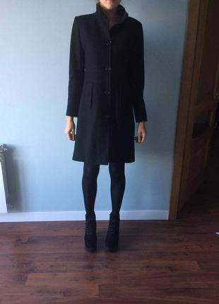 Элегантное черное пальто