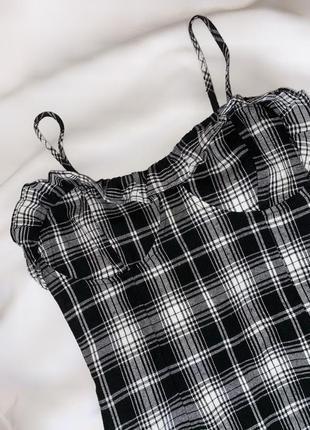 Платье чёрный на тонких бретельках в клетку белый рюши
