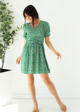 Платье мини с коротким рукавом в цветочный принт.