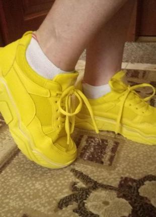 Срочно продам крутые жёлтые кроссовки