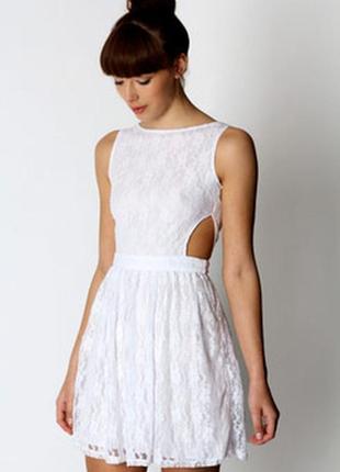 Белое гипюровое  платье  boohoo s-m