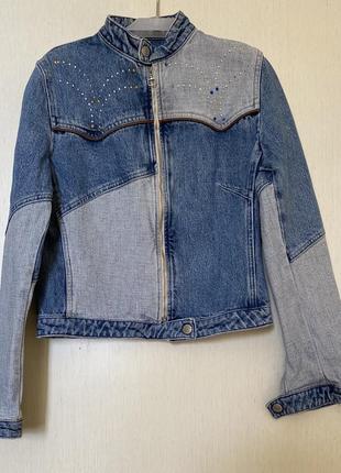 Куртка из денима, актуальный двухцветный тренд- colourblock