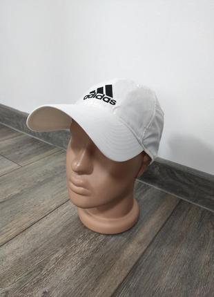 Белая спортивная кепка adidas